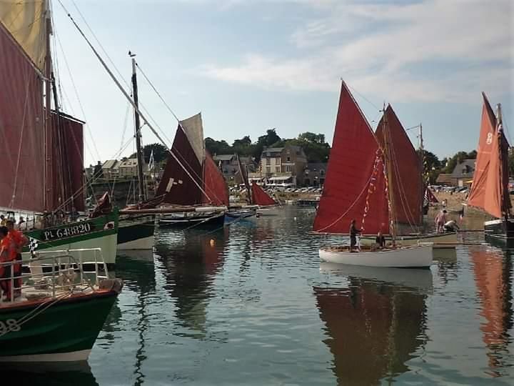 Fête des vieux gréements de Ploumanac'h. Chaque année, la SNSM de Ploumanac'h organise la Fête des vieux gréements dans le port de Ploumanac'h en partenariat avec la ville de Perros-Guirec. [...]