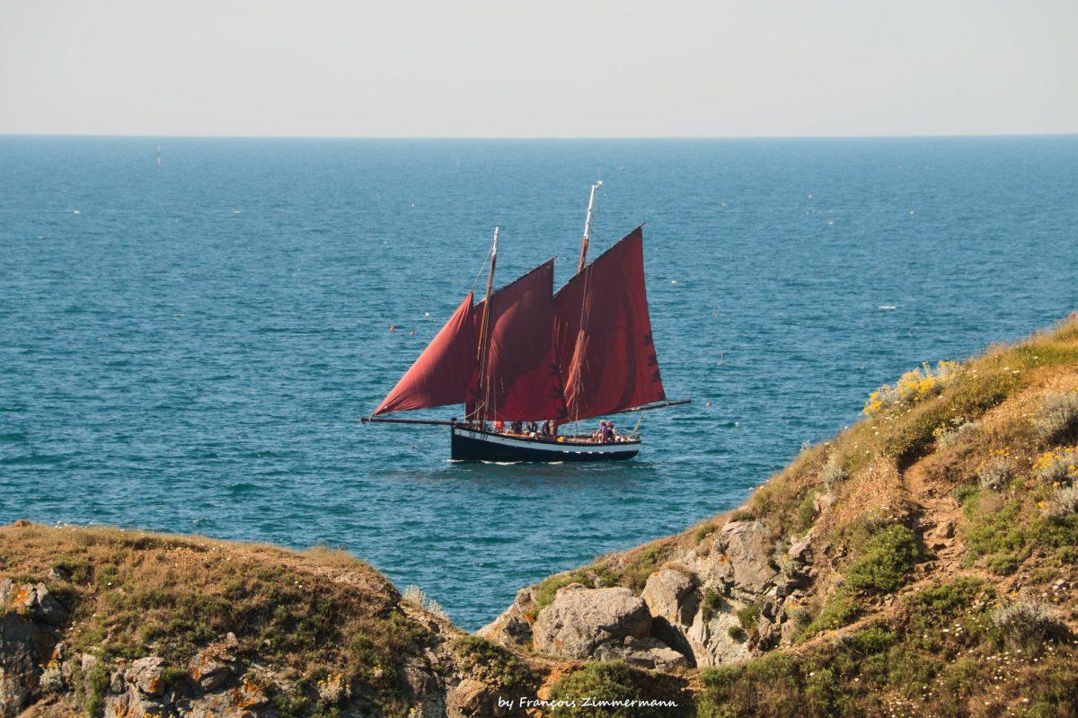 La Pauline est un voilier, type vieux gréement, emblématique du port de Dahouët à Pléneuf-Val-André.